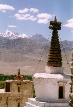 gompas z widokiem na gory