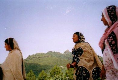 meczet-kobiety w tradycyjnych strojach