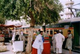 pociag w pakistanie-stacja