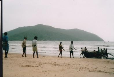 rybacy wyciagaja siec